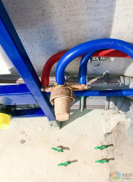 Ещё один вариант расположения трубопровода в санузле. Сто тридцать вторая часть.
