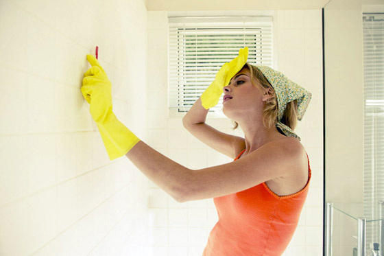 Как удалить плесень на стенах своими руками