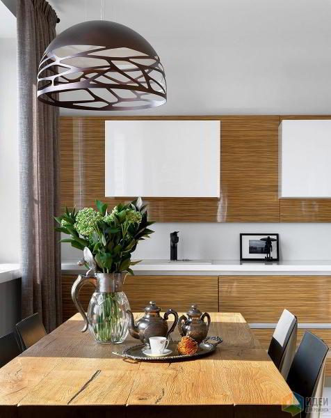 Интерьер кухни и столовой в квартире. Сочетание материалов.