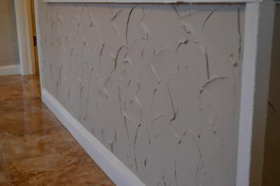 Как шпаклевать стены под обои своими руками