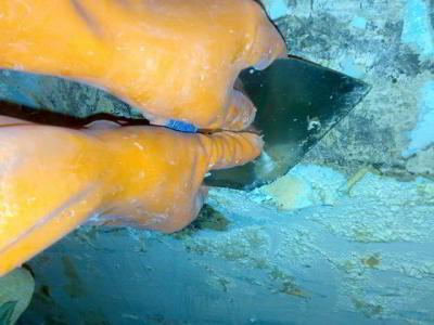 Как правильно уложить масляную краску для бетонного пола своими руками