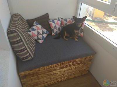 Лежанка на балконе