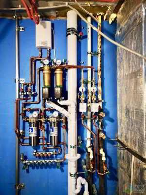 Ещё один вариант расположения трубопровода в санузле. Сто тридцать пятая часть.