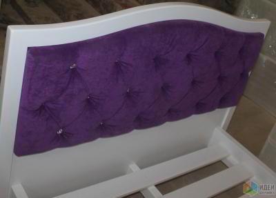 Элегантная кровать с мягким изголовьем