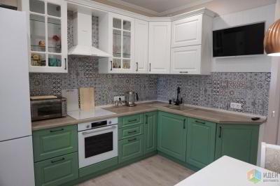 Однушечка. Бело-зеленая кухня