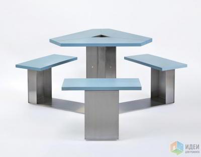 Треугольный стол и скамейки