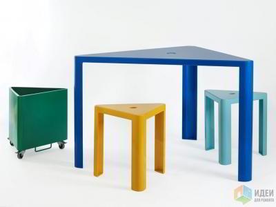 Треугольные столы, квадратные стулья