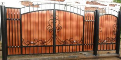 Ворота из профнастила с элементами ковки: фото и цена установки